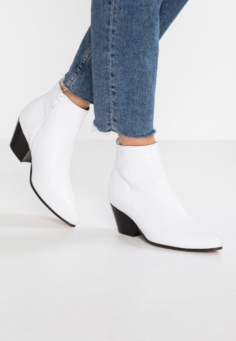 Bianco - BFANNIE - Boots à talons - white