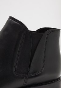 Bianco - BFCHARME V-SPLIT BOOT - Boots à talons - black - 2