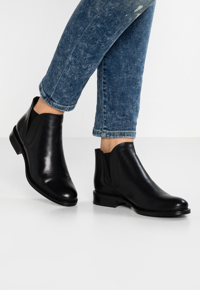 Bianco - BFCHARME V-SPLIT BOOT - Boots à talons - black