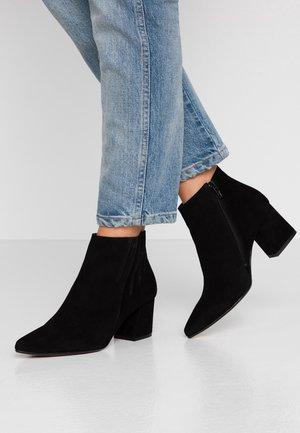 BIACALAIS TILT BOOT - Kotníková obuv - black
