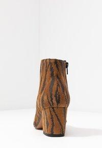 Bianco - BIACALAIS TILT BOOT - Kotníková obuv - tiger - 5