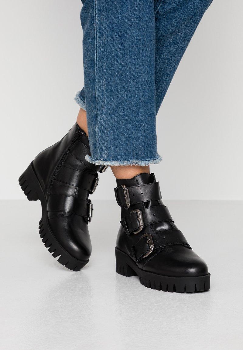 Bianco - BIACECILE TRIPLE BUCKLE BOOT - Cowboy/biker ankle boot - black