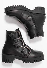 Bianco - BIACECILE TRIPLE BUCKLE BOOT - Cowboy/biker ankle boot - black - 3
