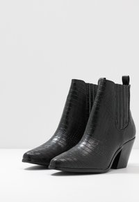 Bianco - BIACLEMETIS WESTERN CHELSEA - Boots à talons - black - 4