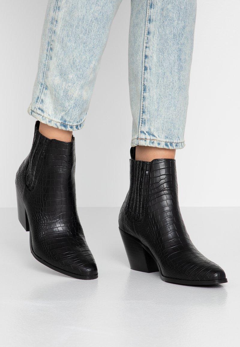 Bianco - BIACLEMETIS WESTERN CHELSEA - Boots à talons - black
