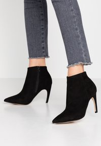 Bianco - BIACHERRY CURVED - High heeled ankle boots - black - 0