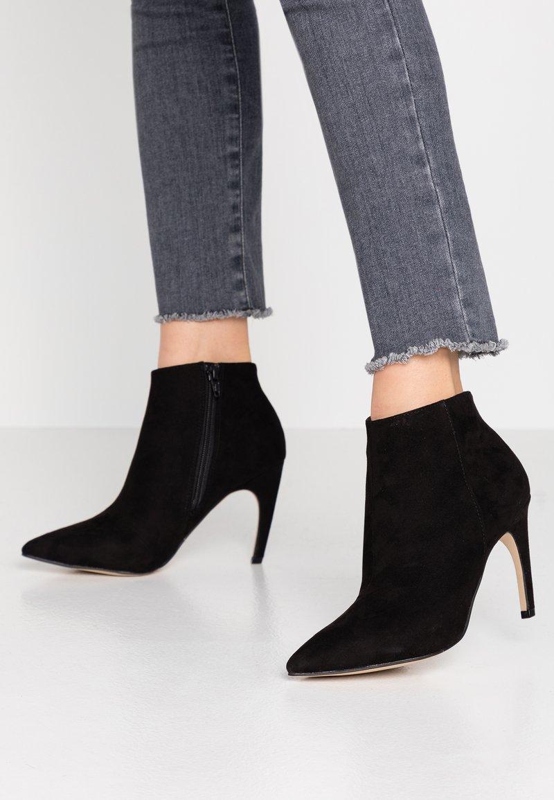 Bianco - BIACHERRY CURVED - Højhælede støvletter - black
