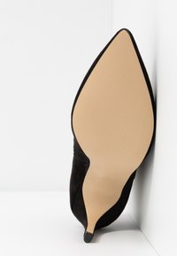 Bianco - BIACHERRY CURVED - High heeled ankle boots - black - 6