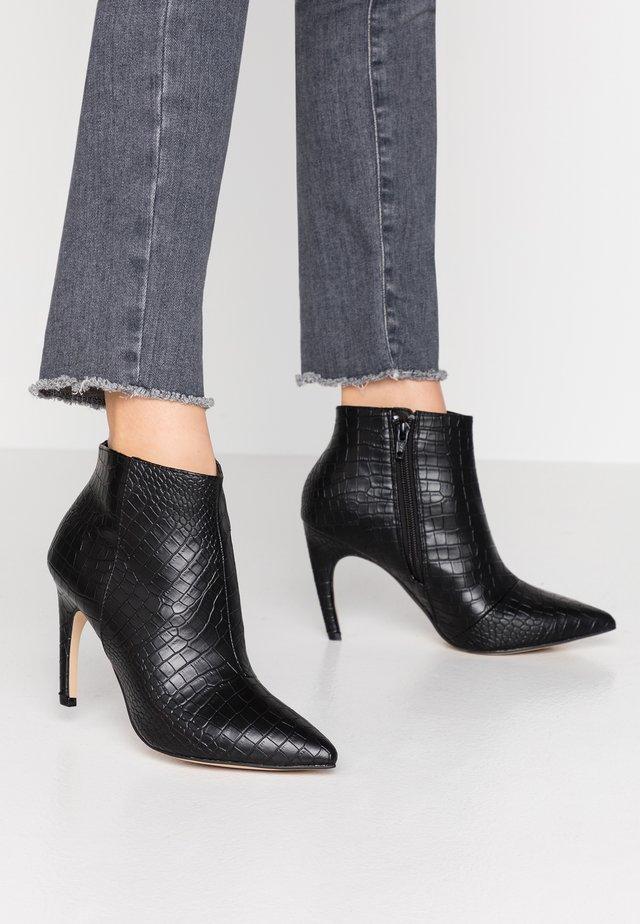 BIACHERRY CURVED - High Heel Stiefelette - black