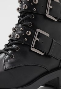 Bianco - BIACLAIRE STUD BELT BOOT - Stivaletti texani / biker - black - 2