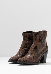 Bianco - BIADIRA SNAKE WESTERN BOOT - Ankle boots - dark brown - 2