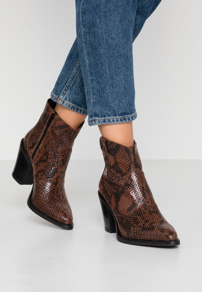 Bianco - BIADIRA SNAKE WESTERN BOOT - Ankle boots - dark brown