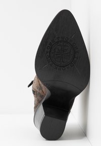 Bianco - BIADIRA SNAKE WESTERN BOOT - Ankle boots - dark brown - 6