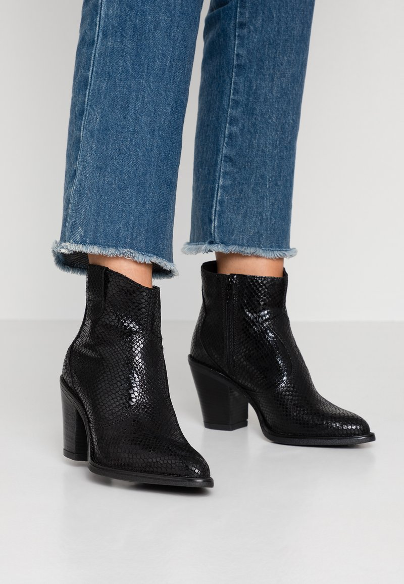 Bianco - BIADIRA SNAKE WESTERN BOOT - Ankle Boot - black