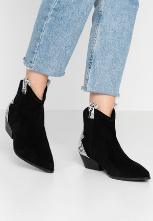 BIADAYA WESTERN BOOT - Cowboy/biker ankle boot - black