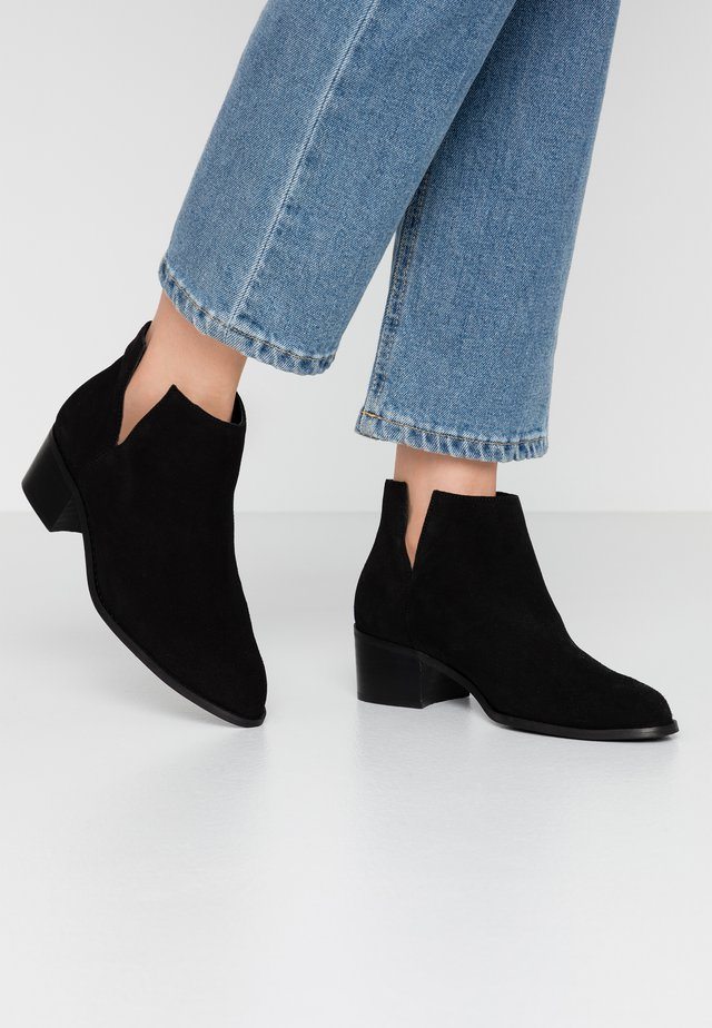 BIADARLEY V-CUT - Ankle boots - black