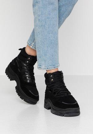 BIACORO CHUNKY - Platåstøvletter - black