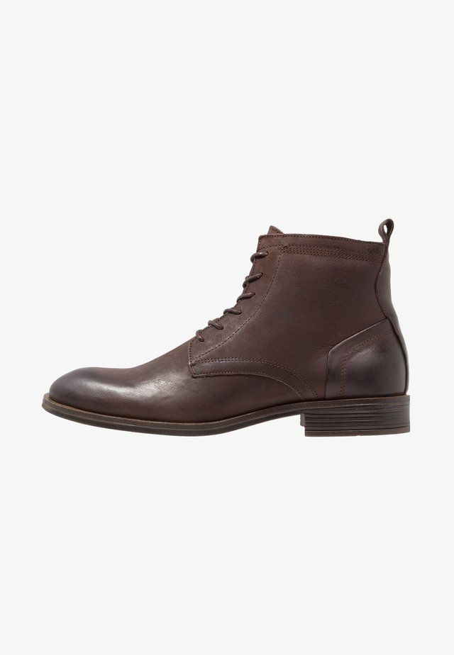 LACED UP BOOT - Bottines à lacets - dark brown
