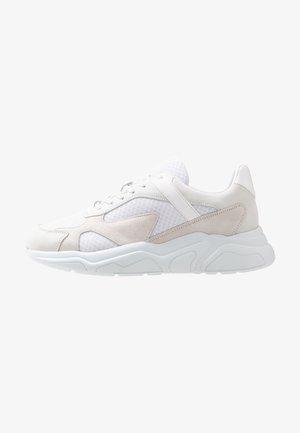 BIACALIX - Baskets basses - white