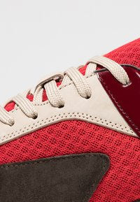 Bianco - BIACALIX - Sneakers basse - red - 5