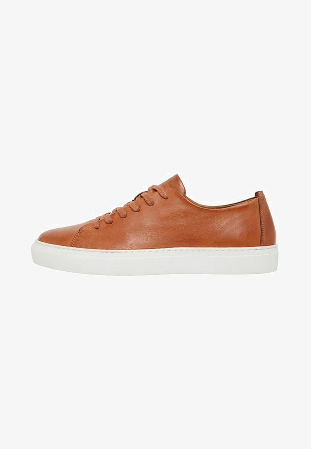 BIAAJAY LEATHER SNEAKER - Sneakersy niskie - cognac