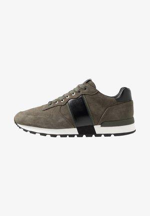 Sneakersy niskie - olive/black