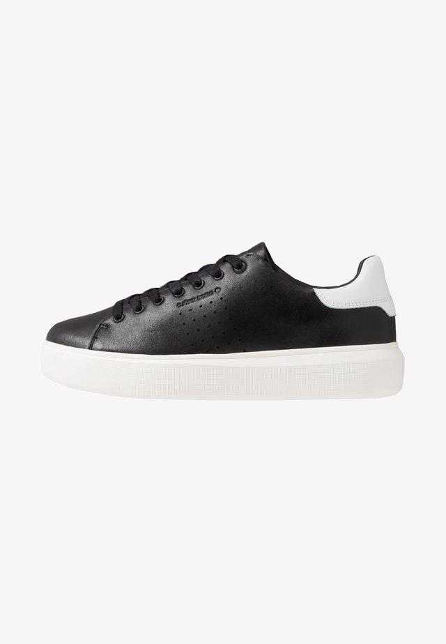 T1500 - Sneaker low - black/white
