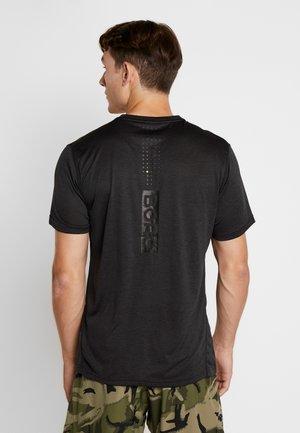 TEE - T-shirt med print - black beauty melange
