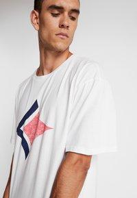 Björn Borg - LOOSE TEE ARCHIVE - T-shirt imprimé - brilliant white - 3