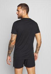 Björn Borg - ATOS TEE - T-shirt med print - black beauty - 2