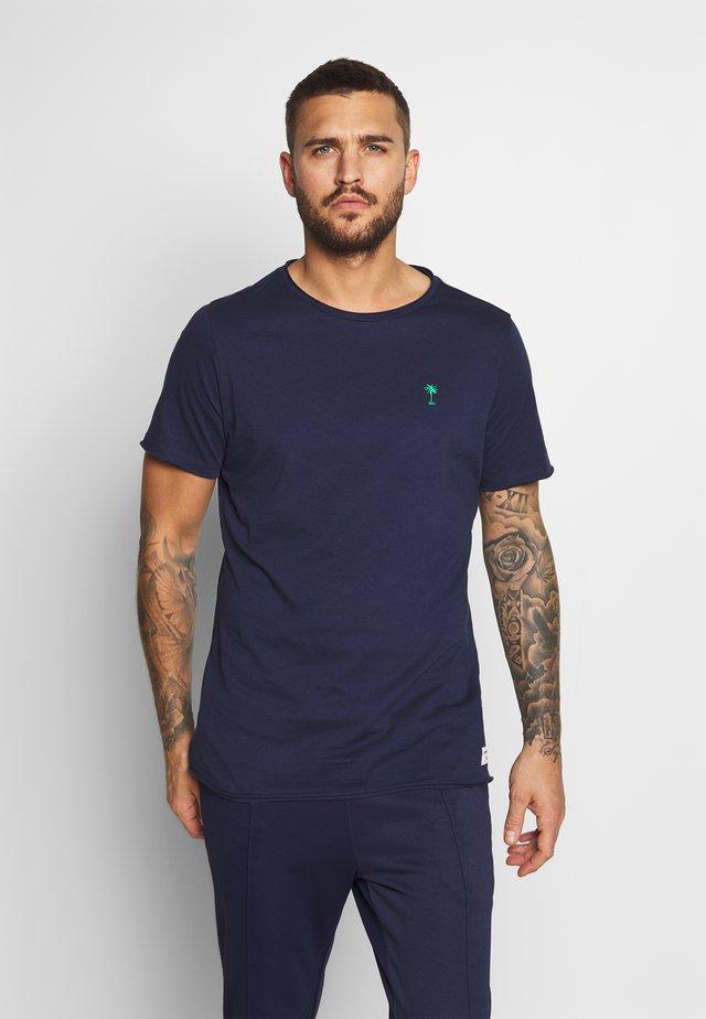 SUMMER SPECIAL SUMMER - T-shirt med print - peacoat