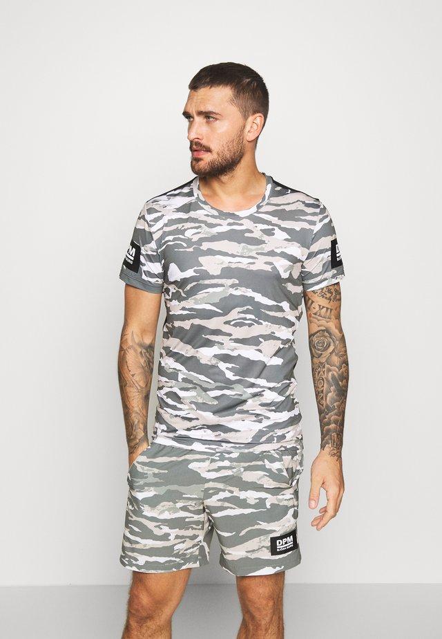 TEE - T-shirt med print - olive