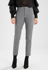 Banana Republic - SLOAN TEXTURE PANT - Trousers - heathered charcoal - 0