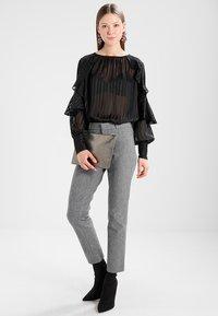 Banana Republic - SLOAN TEXTURE PANT - Trousers - heathered charcoal - 2