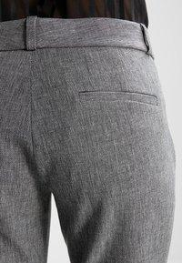 Banana Republic - SLOAN TEXTURE PANT - Trousers - heathered charcoal - 6