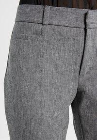 Banana Republic - SLOAN TEXTURE PANT - Trousers - heathered charcoal - 4