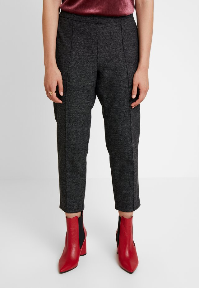 HAYDEN PINTUCK BRUSHED TEXTURE - Pantalones - dark grey