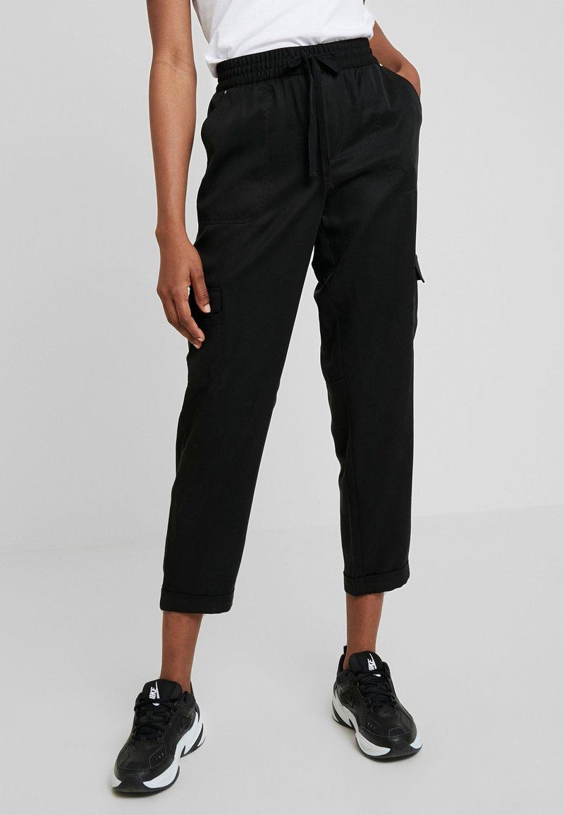 Banana Republic - CARGO UTILITY - Pantalones deportivos - black