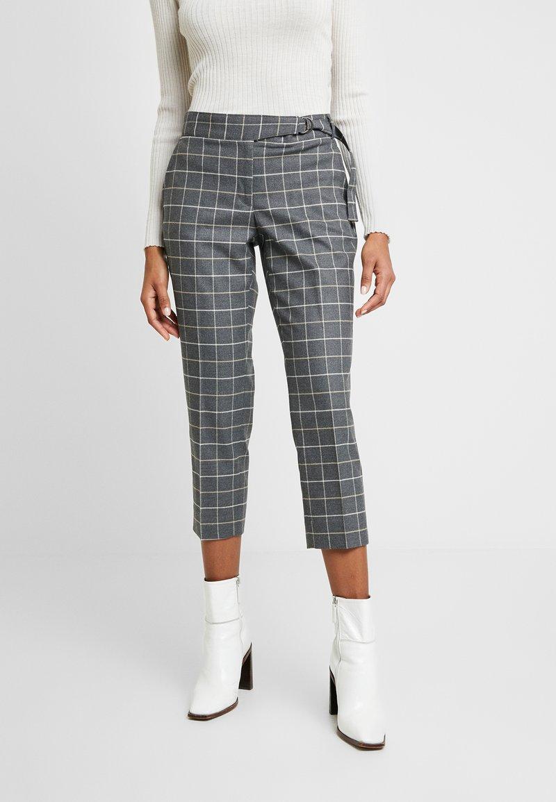 Banana Republic - AVERY TIE WAIST LARGE SCALE GRID - Spodnie materiałowe - dark heather grey