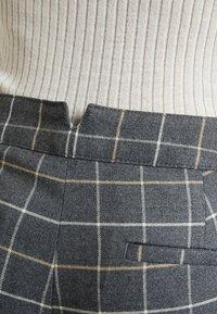 Banana Republic - AVERY TIE WAIST LARGE SCALE GRID - Spodnie materiałowe - dark heather grey - 5
