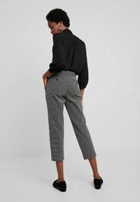 Banana Republic - AVERY PINDOT - Pantaloni - black/white - 2