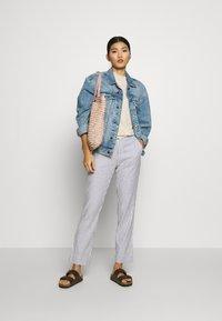 Banana Republic - AVERY STRIPES - Trousers - white/navy - 1