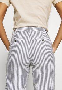 Banana Republic - AVERY STRIPES - Trousers - white/navy - 5
