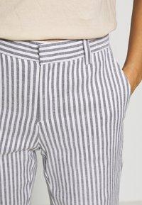 Banana Republic - AVERY STRIPES - Trousers - white/navy - 3