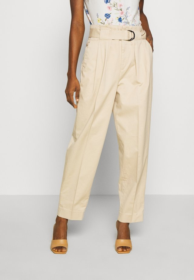 TAPER PANT DELICIOUS SOLIDS - Stoffhose - stinson sand