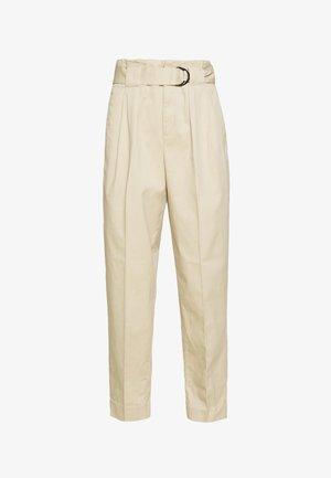TAPER PANT DELICIOUS SOLIDS - Pantaloni - stinson sand
