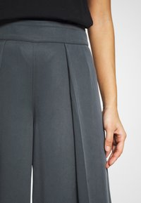 Banana Republic - WIDE LEG PLEAT PANT - Trousers - orca - 4