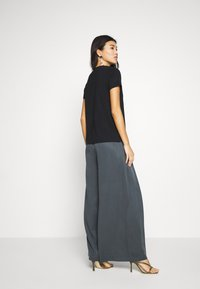 Banana Republic - WIDE LEG PLEAT PANT - Trousers - orca