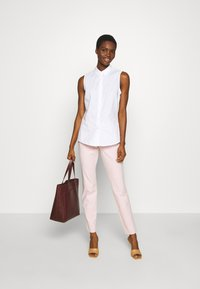 Banana Republic - MODERN SLOAN FEEDER - Chinot - pink - 1
