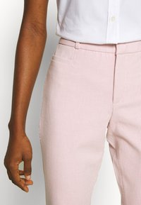 Banana Republic - MODERN SLOAN FEEDER - Chinot - pink - 5